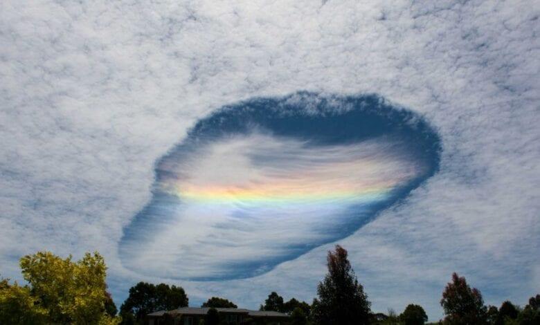 Photo of Spaceship-Looking Rainbow Cloud Appears in Australia